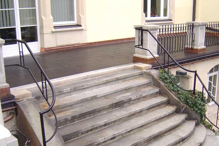 Terrassenabdichtung  in Leipzig einschließlich Dampfsperre, Gefälledämmung, Gutjahr Drainage und Roste sowie der Entwässerung und Verblechung