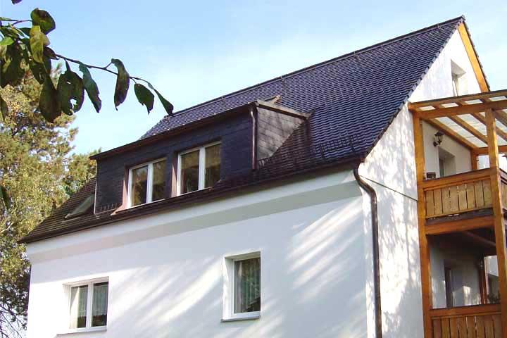 Dacheindeckung mit Tondachziegel (Biberschwanz) engobiert in Chemnitz einschließlich der Entwässerung und Verblechung