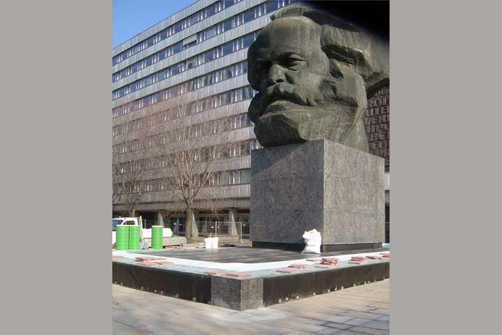 Sockelabdichtung am Karl Marx Monument in Chemnitz einschließlich Gutjahr Drainage
